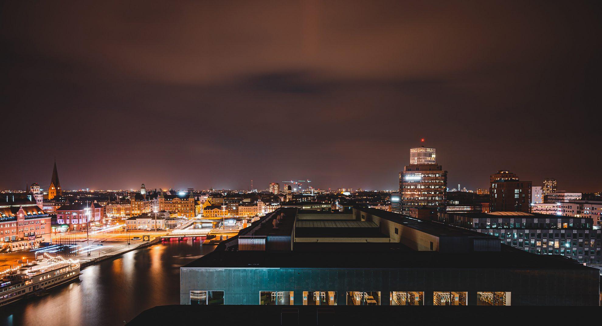 Bild över Malmöstad nattetid